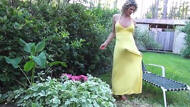BEAUTIFUL MATURE TRANNY IN  LONG YELLOW DRESS